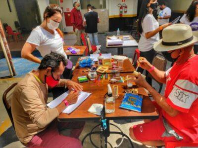 Voluntários do Hamburgada na Rua levam deliciosos hambúrgueres e muita diversão para idosos do CAE AEB